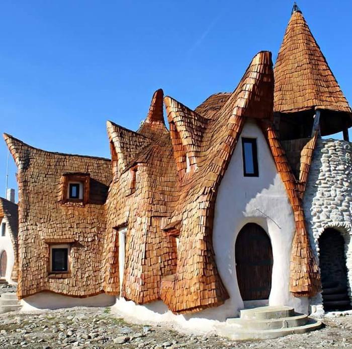 Locuri desprinse din basme: Castelul de lut. Se află în România (Galerie foto&video)