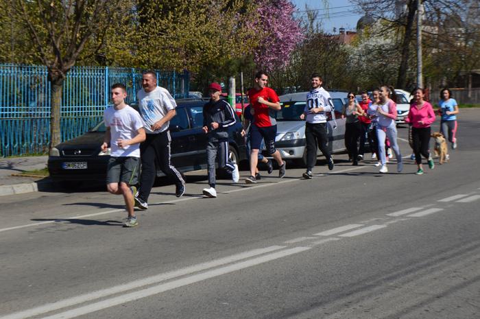 O mână de alergători și un cățeluș vioi, la Crosul Jandarmeriei (Foto)