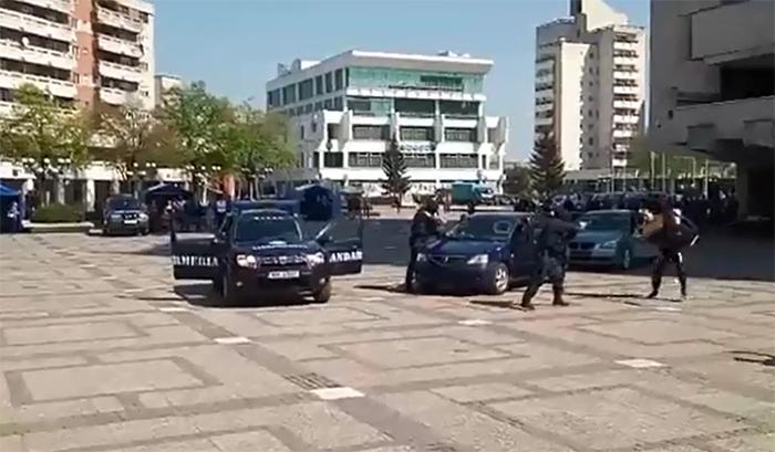 Urmărire cu mascați în centrul municipiului Satu Mare (Video)