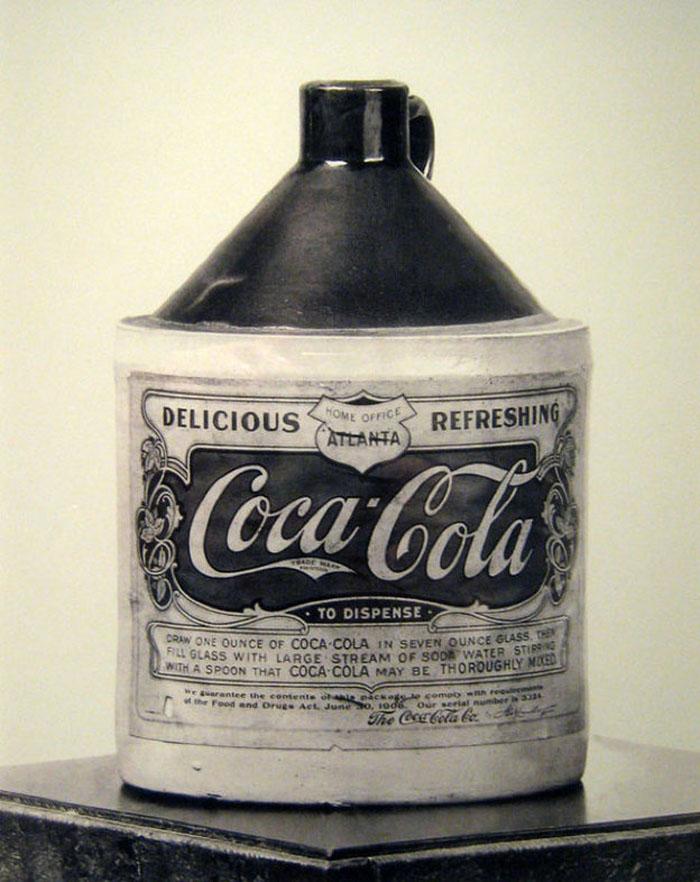 Vezi cum arăta prima sticlă de Coca-Cola din lume (Foto)