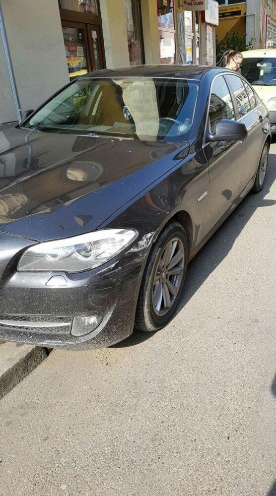 Mașină avariată pe strada Păstrăvului. Făptașul, căutat pe Facebook (foto)