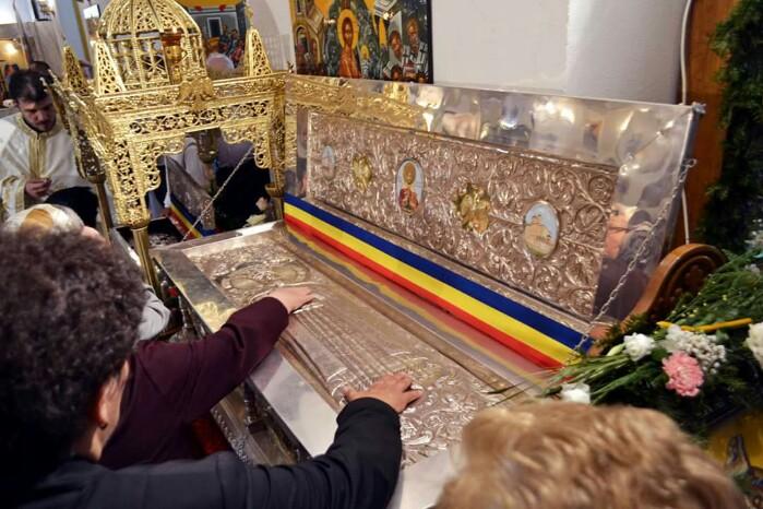 Sătmărenii s-au închinat moaștelor sfinților Nicolae și Constantin Brâncoveanu (Foto)