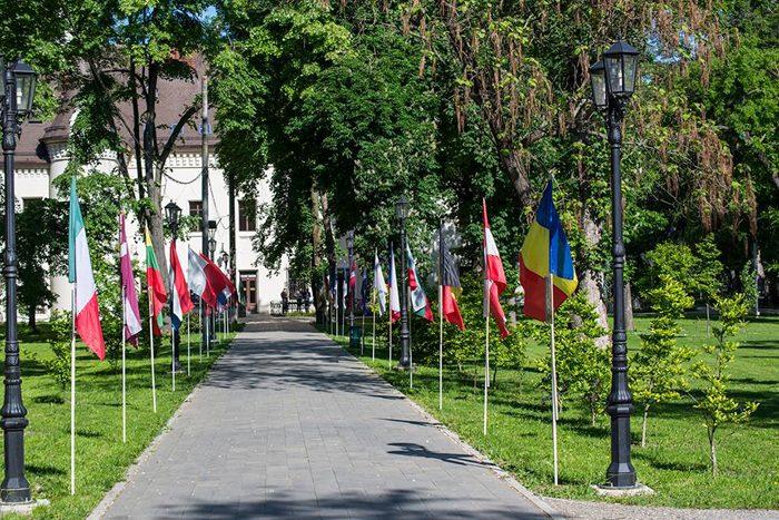 """Inițiativă inedită: """"Aleea Actorilor"""" în parcul Castelului Károlyi"""