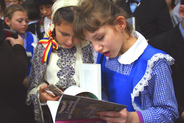 Mirela Retegan revine în județul Satu Mare cu o donație de carte