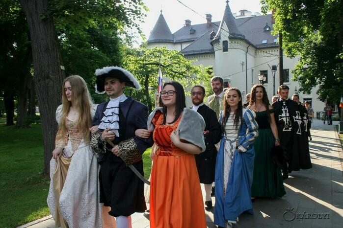 Parada costumelor de epocă și mușchetari la Noaptea Muzeelor de la Carei ( Foto)