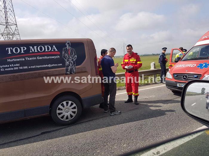 Accident la ieșirea din Carei. Un polonez a intrat cu mașina în parapet (Foto)