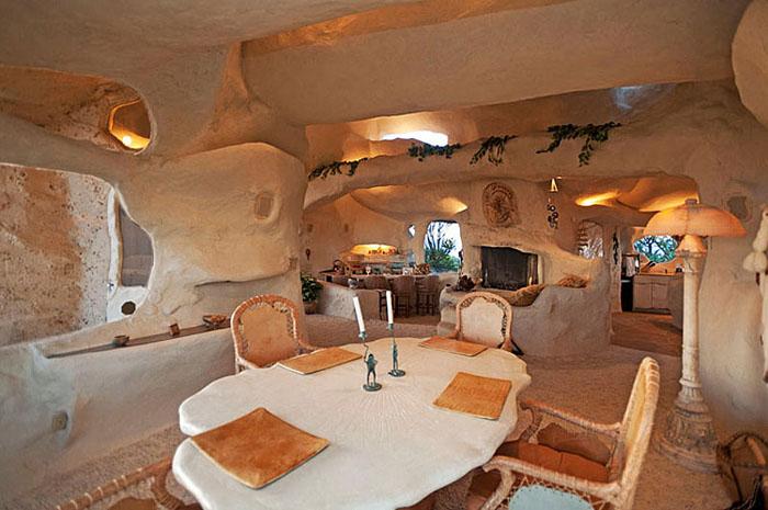 Cum arată Casa Flintstones. Unde se află și cât costă (Galerie foto&video)