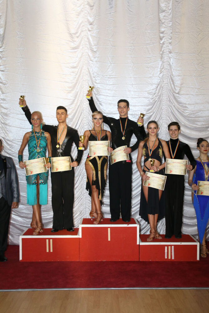 """""""Royal Dance"""" a cucerit 5 medalii la concursul din Baia Sprie"""
