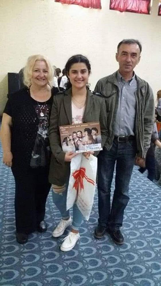 Elevă din Satu Mare, premiu special la un concurs național. A impresionat juriul cu vocea sa