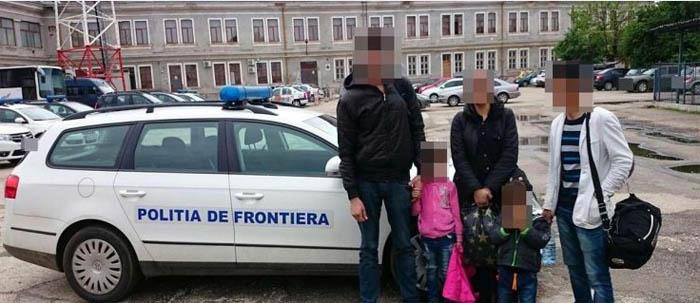 O familie de afgani, oprită la frontiera cu Ungaria