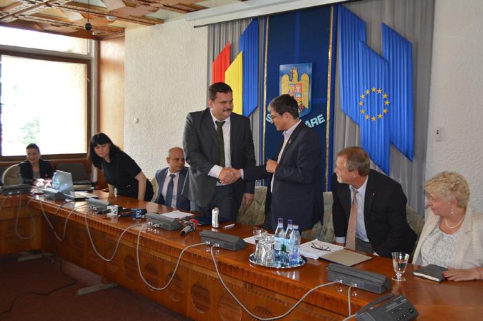 S-a semnat contractul pentru modernizarea drumului Beltiug – Hodod