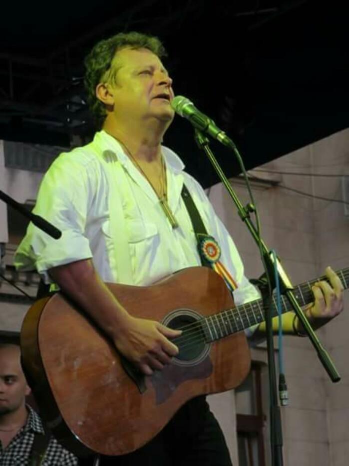 A murit folkistul Tavi Bud