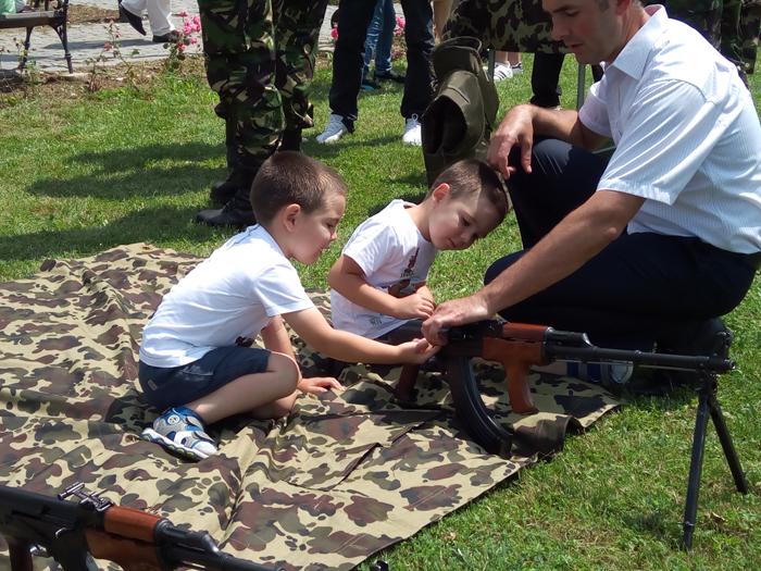 Eveniment inedit. Expoziție de tehnică militară în comuna Medieşu Aurit (Galerie foto&video)