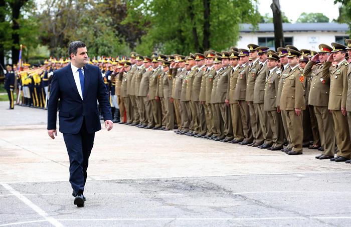 """Gabriel Leș a predat """"comanda"""" Ministerului Apărării Naționale"""