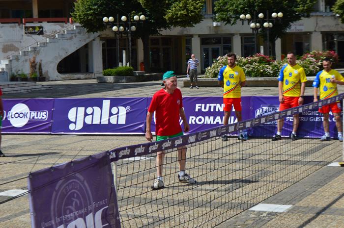 """Tenis cu piciorul în Centrul Nou. """"Junii Sătmarului"""" au făcut senzație pe teren (Foto&video)"""