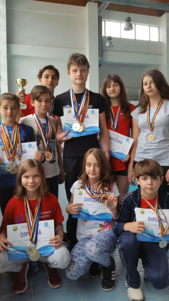 Rezultate excelente la natație. CSM Satu Mare a cucerit 38 de medalii