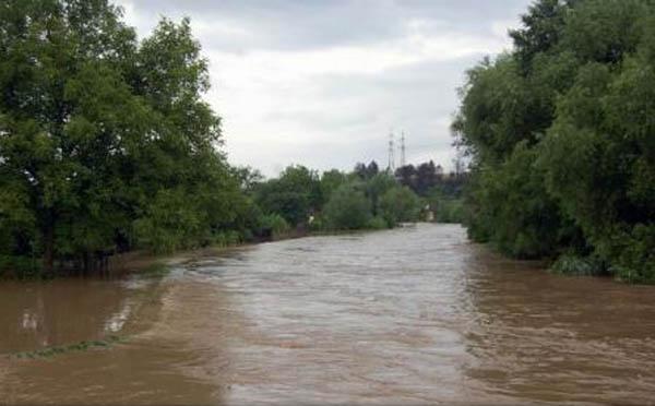 Cod portocaliu de inundatii pe mai multe rauri din judet