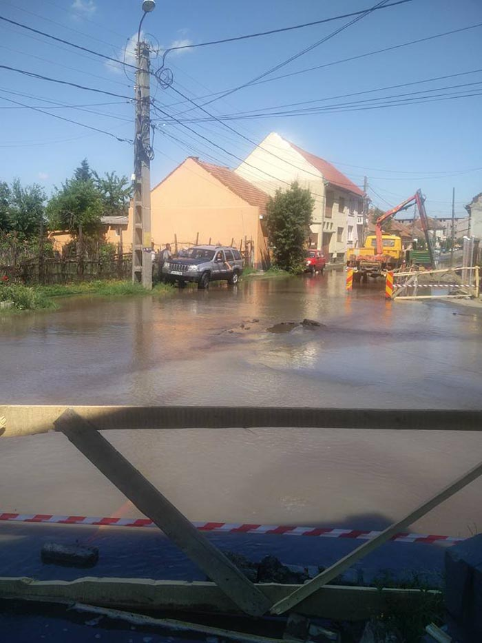 Străzi inundate de un muncitor nepriceput. Ce s-a întâmplat (Foto)