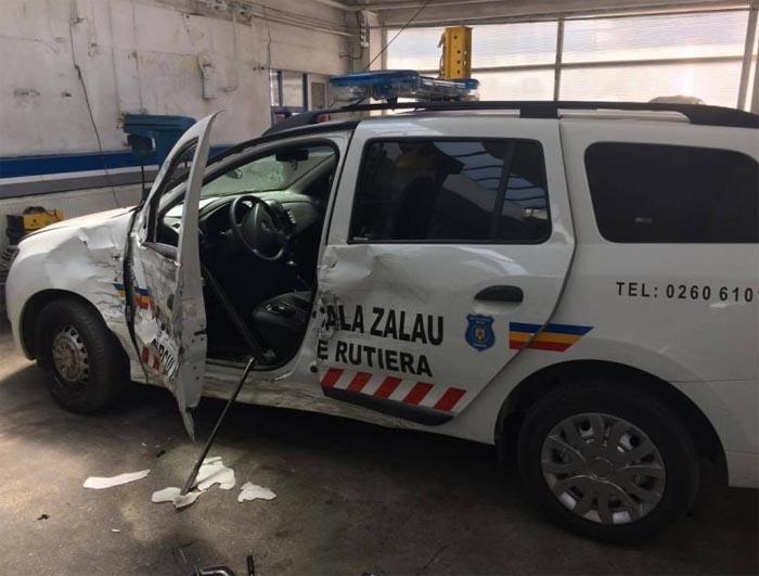 Șofer de la Unicarm, implicat într-un accident. A lovit mașina Poliției Locale