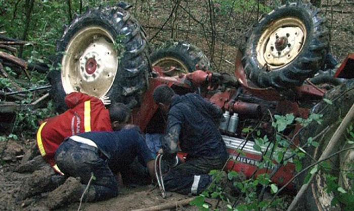 Accident mortal în Turț. S-a răsturnat cu tractorul