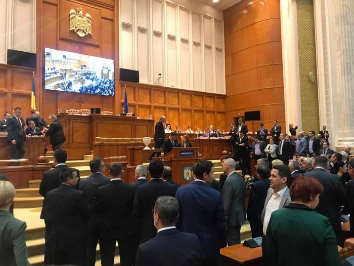 Moțiunea de cenzură a fost adoptată. Guvernul Grindeanu a fost demis