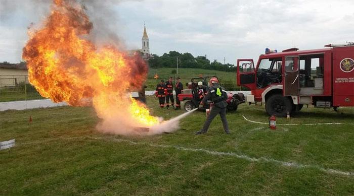 Pompierii s-au întrecut la Ardud. Vezi câștigătorii concursului (foto)