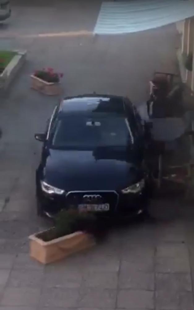 Scandalagiul care a intrat cu mașina în terasa din Satu Mare, reținut