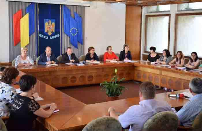 """Dan Burulea și reprezentanții DGASPC Satu Mare, la masa """"reglementărilor juridice"""""""