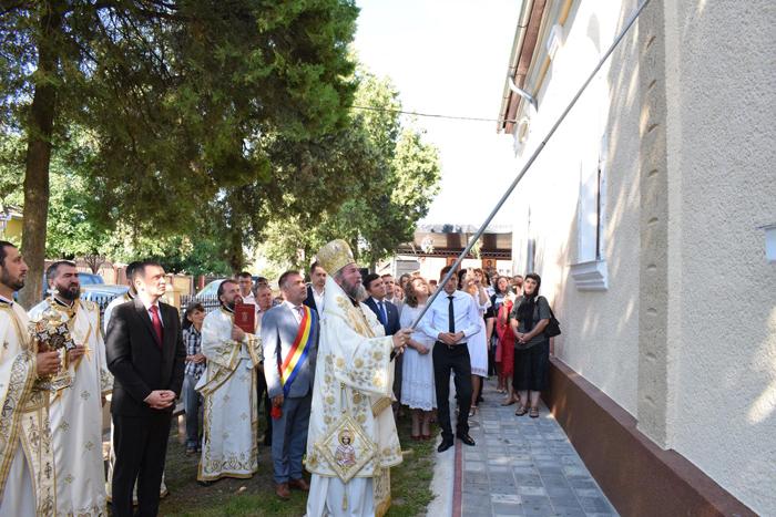 Sărbătoare în comuna Medieșu Aurit. A fost sfințită Biserica Ortodoxă din Românești (Foto)