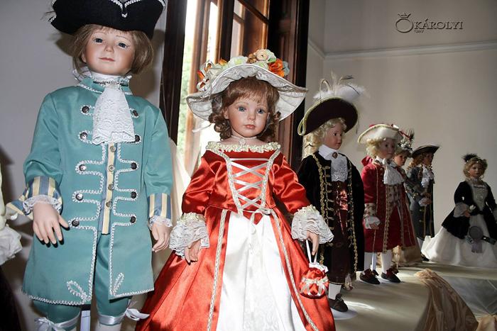 Expoziția de păpuși de porțelan, deschisă la Castelul din Carei (Foto)