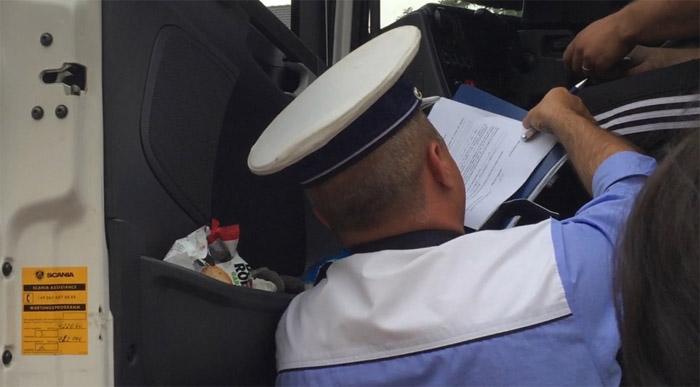 TIR din Serbia, confiscat de polițiști. Amendă uriașă