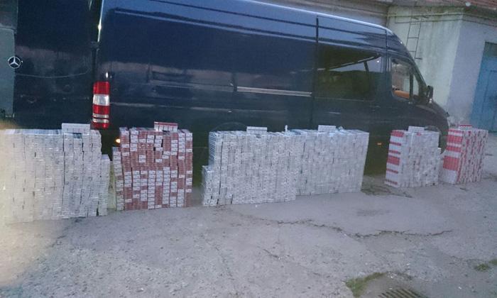 Lovitură grea pentru mafia țigărilor de contrabandă. Bărbat, reținut de polițiști