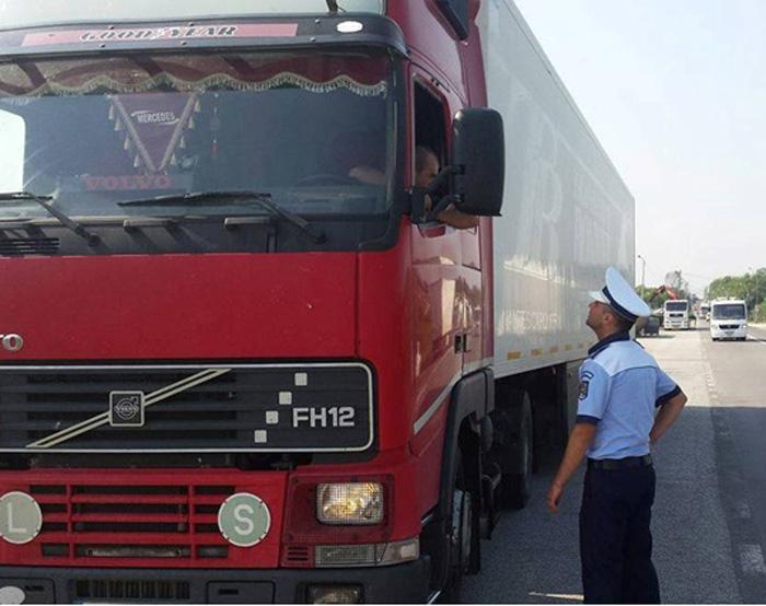 Polițiștii în acțiune ! Sute de kilograme de mărfuri, confiscate