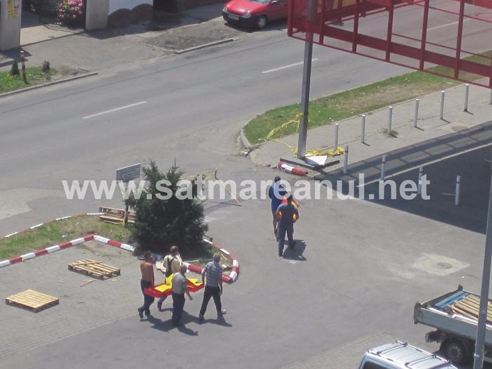 S-a făcut ordine ! Muncitorii de la fostul Billa puși să facă curat ! (Foto)