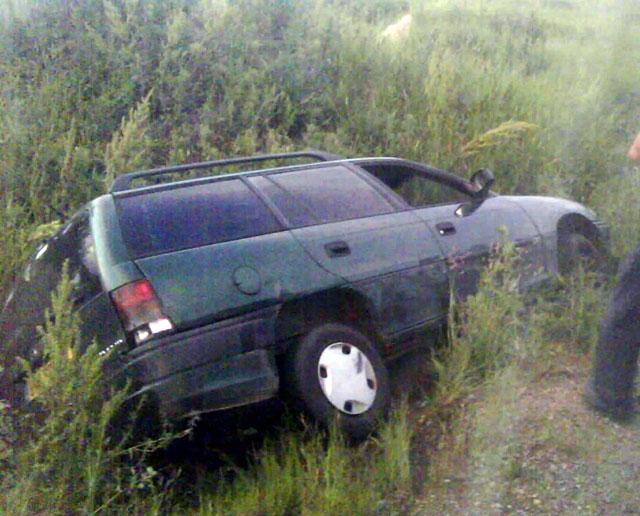 Beat și fără permis, un bătrân a ajuns cu mașina în șanț
