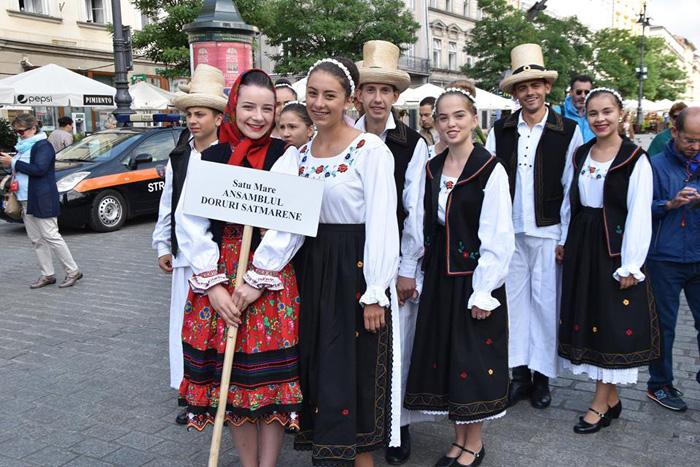 """Ansamblul Folcloric al Județului """"Doruri sătmărene"""", în spectacol la Cracovia (Foto)"""