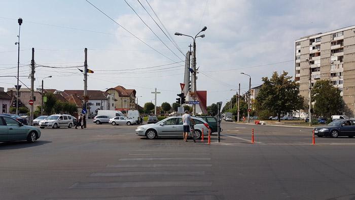 Au fost desființate trecerile de pietoni de la Burdea. Pe unde se poate trece strada