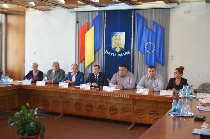 Secretarul de stat Marius Rîndunică, în vizită la Satu Mare. A stat de vorbă cu pensionarii sătmăreni
