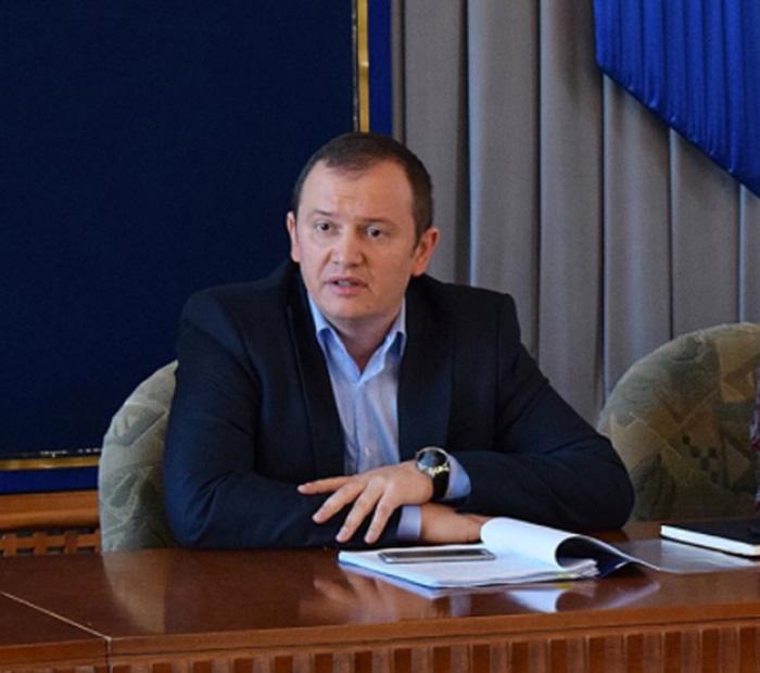 Prefectul felicită Primăria pentru inițiativa reabilitării Cimitirului Eroilor