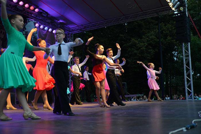 Gală de dans în Parcul Dendrologic din Carei