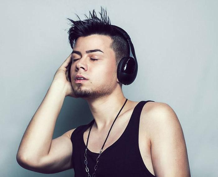 """Rareș Jucan a lansat melodia """"Butterflies"""", piesă din proiectul #memories (Video)"""