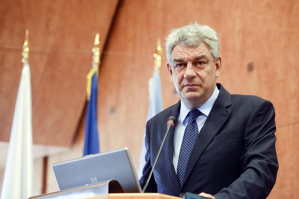 """Premierul Mihai Tudose: """"Îi încurajez pe investitori să se implice activ în pregătirea tinerilor"""""""
