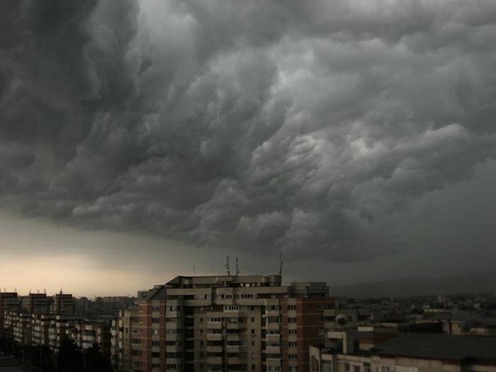 Ploi, descarcari electrice si vijelii in judet