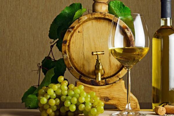 Cum să răciți vinul fără a folosi cuburi de gheață