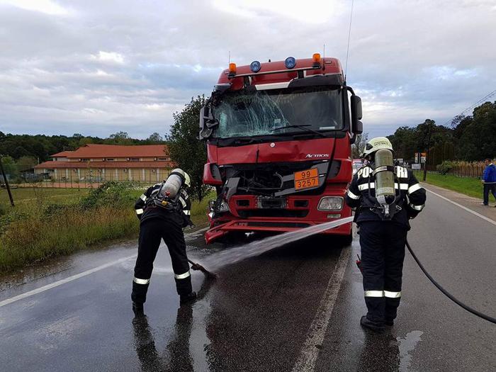 Două cisterne pline cu bitum s-au tamponat. Pompierii au intervenit de urgență (Foto)