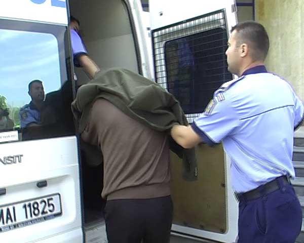 Condamnat la pușcărie, prins de polițiști
