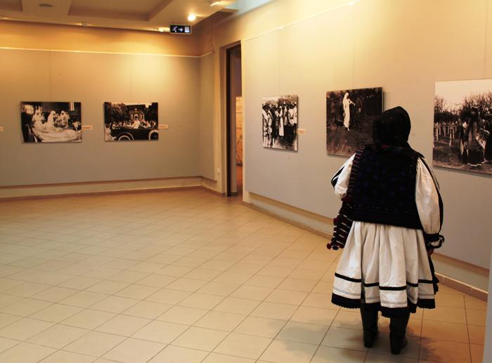 """Expoziția de fotografie """"Regina soldat"""", la Muzeul Țării Oașului"""