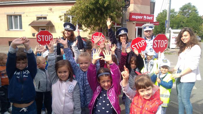 Viitorii școlari, polițiști pentru o zi