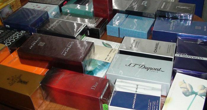 Șmecherii nu au limite ! Parfumuri contrafăcute vândute în municipiul Satu Mare
