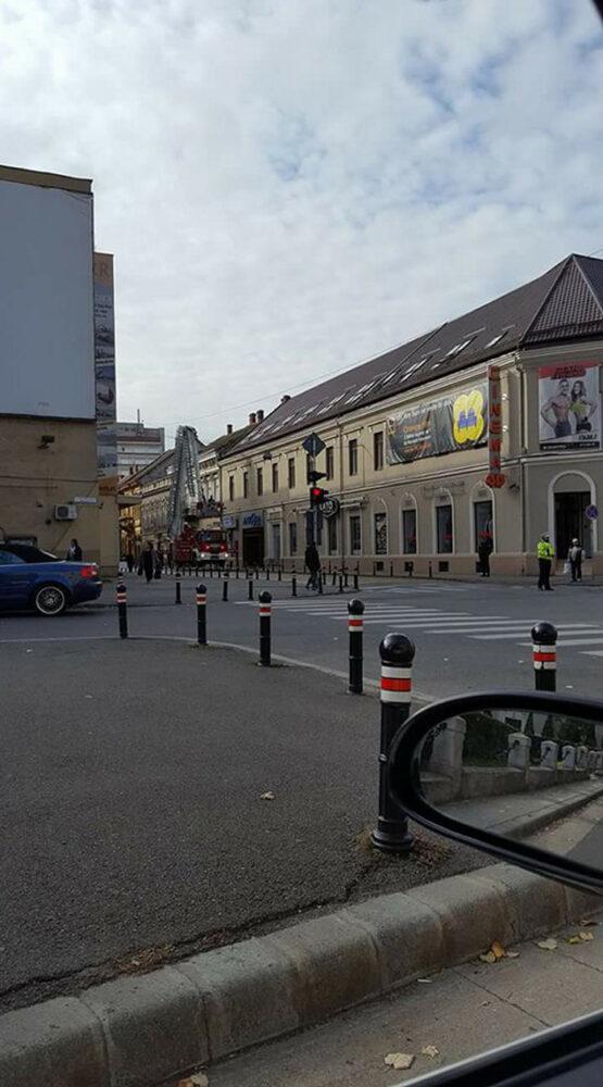 Clădire din Satu Mare, pericol public. Pompierii au intervenit